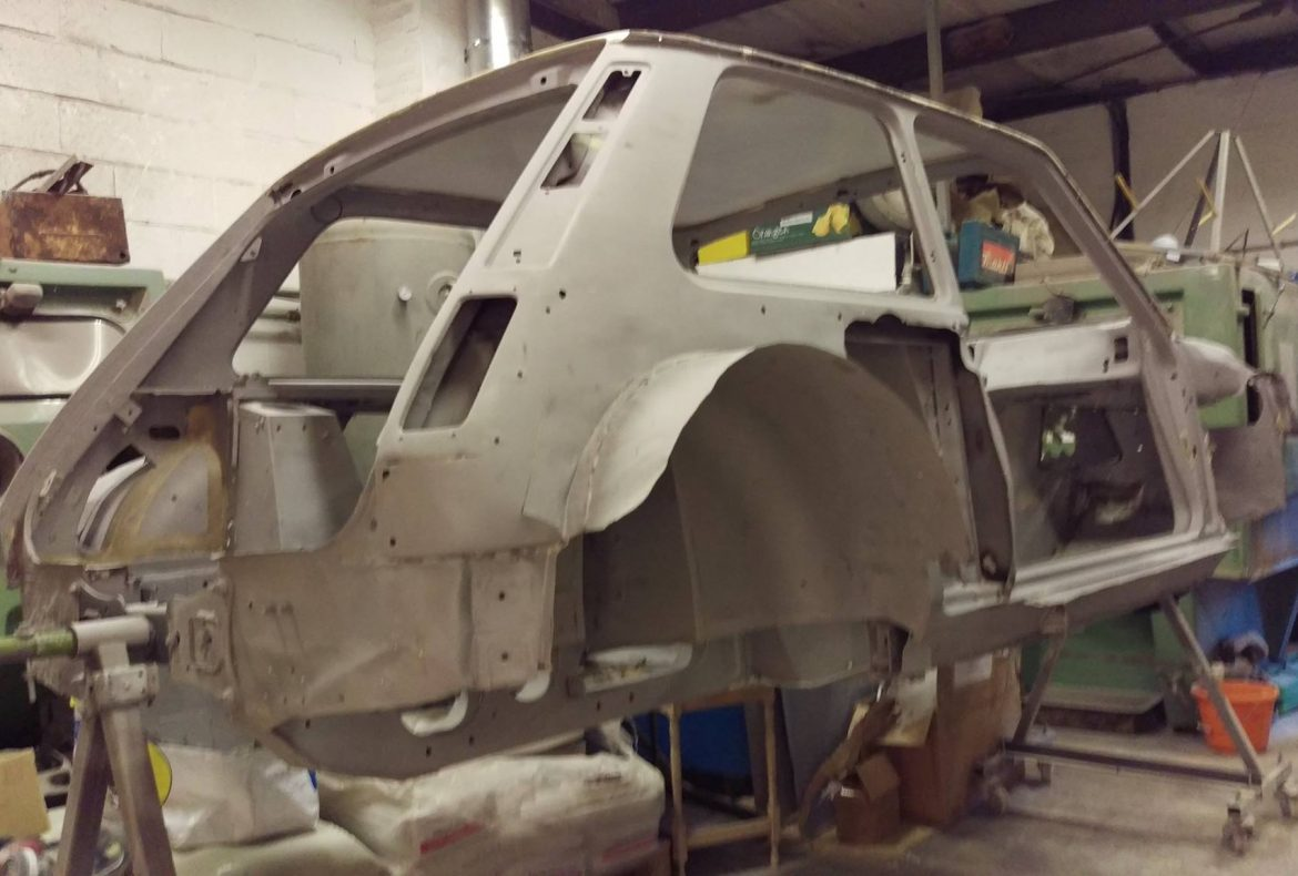 Renault 5 gt turbo classic car restoration paint for Classic uk house tracks