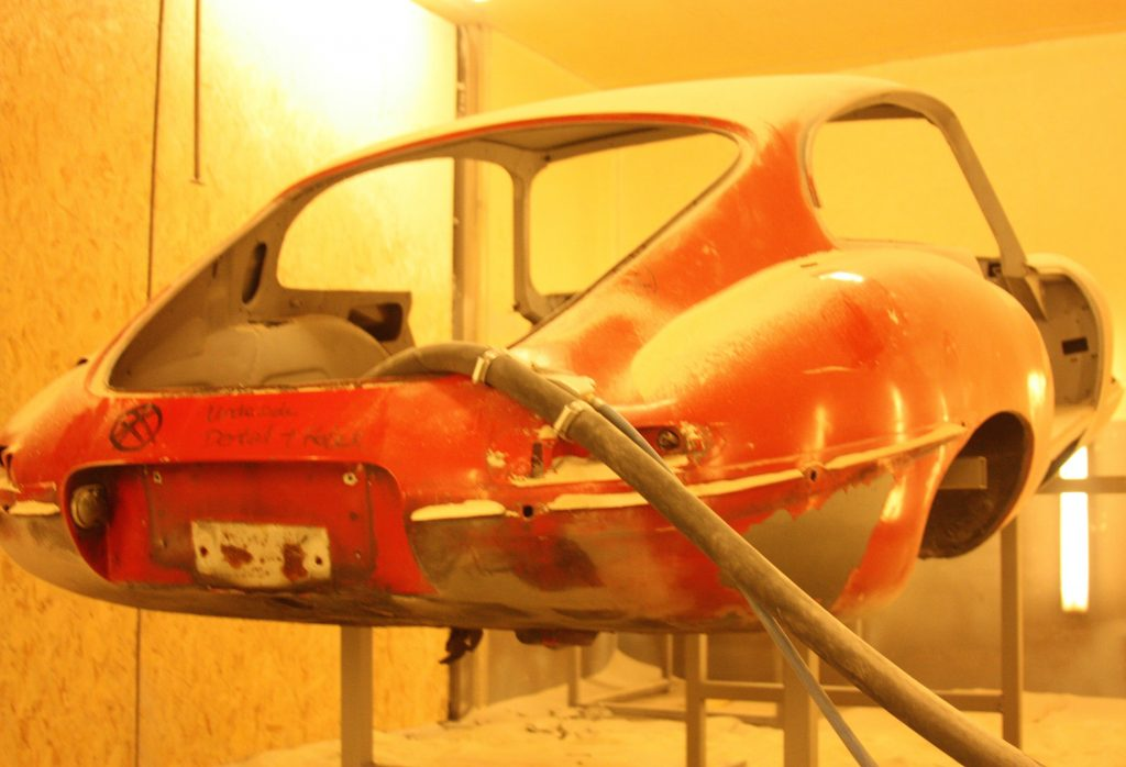 How to remove paint from Jaguar E Type - Soda Blasting UK